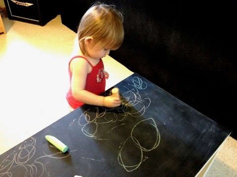 DIY Blackboard Furniture - The Chalkboard Coffee Table by Jill of Most Trades is Fit for Children (GALLERY)