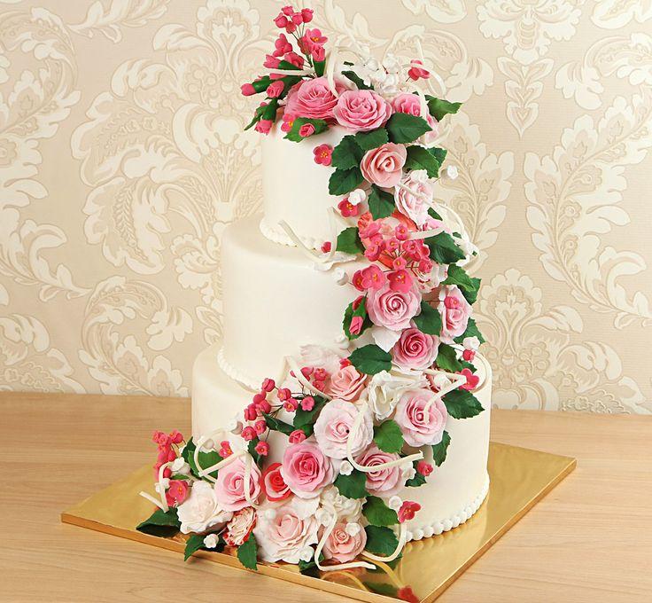 Доброе утро, друзья!😊  Последнее время всё большую популярность набирают торты с живыми цветами. Несомненно, живые цветы могут преобразить даже самый простой торт и сделать его выдающимся и роскошным, сама идея проста и минималистична.  Однако, мало кто знает, что это очень вредит вашему здоровью😱 Команда нашей кондитерской против любых живых покупных цветов в декорировании тортов, ведь сейчас в них очень много химических веществ, которые ничем не вывести из организма. Сами цветы…