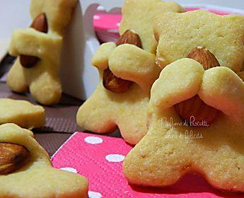 Biscotti agrumi e mandorle a forma di orsetto