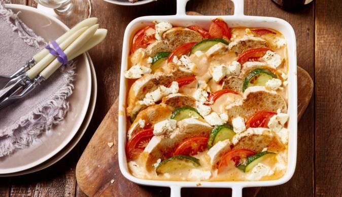 Der Brotauflauf mit Zucchini bringt einen mediterranen Flair in deine Küche. Einfach, schnell und lecker - eine Idee von MAGGI.