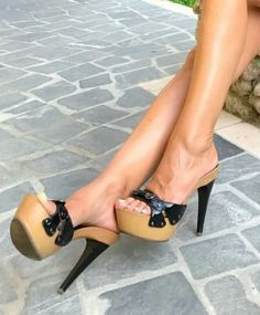 Resultado de imagen de pantyhose feet heels