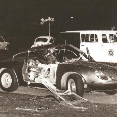 1981 - ATENTADO NO RIOCENTRO - Na véspera do dia primeiro de maio de 1981, durante um show musical que se realizava em um centro de exposições no Rio de Janeiro, um sargento morreu e um capitão do exército ficou seriamente ferido por causa da explosão de uma bomba que transportavam dentro de um automóvel Puma.