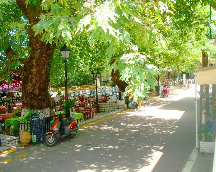 η πλατεία της Καρυάς