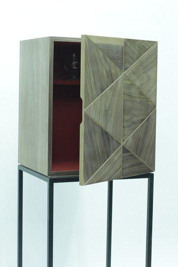 комод, минимализм, орех, отделка треугольниками, шпон ореха, модерн, современный, на ножках, в спальне, интерьер, дизайнерский, дизайн, спальня, гостиная, в гостиной, необычный, маленький, изящный, шкафчик, стильный