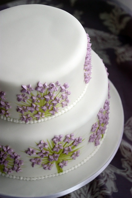absolute must: incorporate violets into my wedding