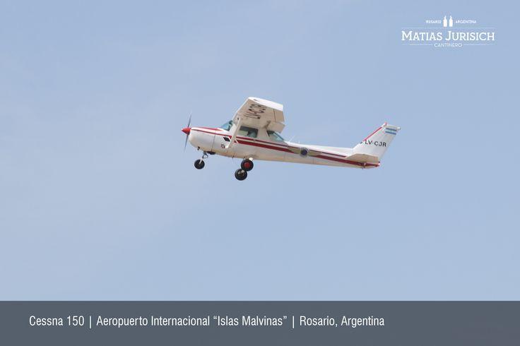 """Cessna 150 despegando   Aeropuerto Internacional """"Islas Malvinas""""   Rosario, Argentina"""
