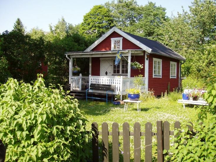 Maison en bois su doise peinte en rouge de falun id es pour la maison pin - Maison en bois peinte ...