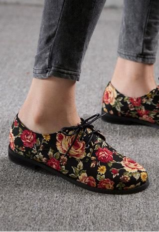 Floral oxford shoes! Words can not explain how much I WANT THESE FRICKIN' SHOES. Floral and Oxfords. Two of my favorite things TOGETHER. I'd wear with black skinny jeans, my queen of hearts tank (my favorite shirt) and a gray oversized button down.