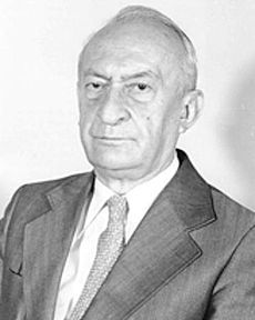 10. januara 1909. rođen je srpski fizičar i hemičar Pavle Savić, koji je svetski renome stekao kada je sa Irenom Žolio Kiri 1937. i 1938. u Parizu otkrio izotope poznatih elemenata bombardovanjem atoma urana sporim neutronima. Od 1947. rukovodio je izgradnjom Nuklearnog instituta u Vinči i do 1960. bio direktor instituta. Od 1971. do 1981. bio je predsednik Srpske akademije nauka i umetnosti.