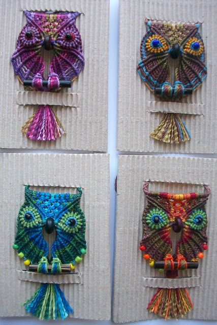 tejido artesanal: Buhos de colores. Macrame owls - pictures only.