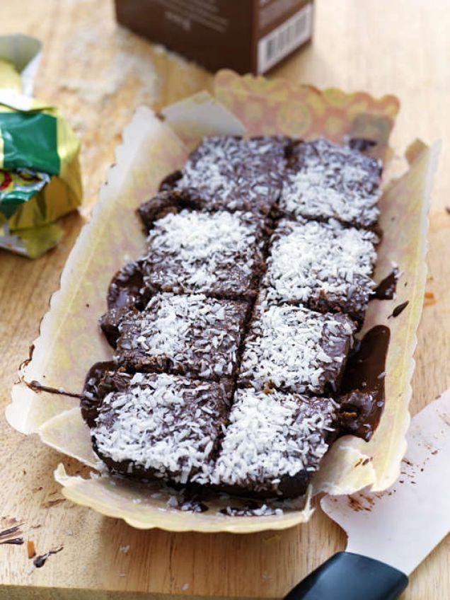 Bjud din kärlek på en mumsig chokladkaka. Den här är perfekt för LCHF då den varken innehåller vitt mjöl eller socker!