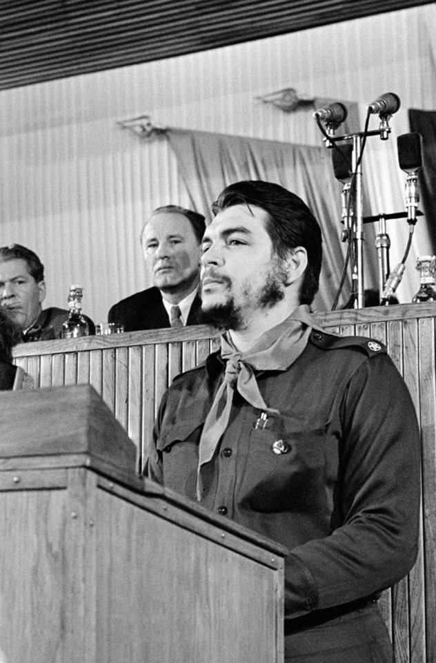 """viva-che-e-sua-guerrilha: """"""""Verdadeiros revolucionários se adornam no interior, não na superfície. """" Che Guevara """""""