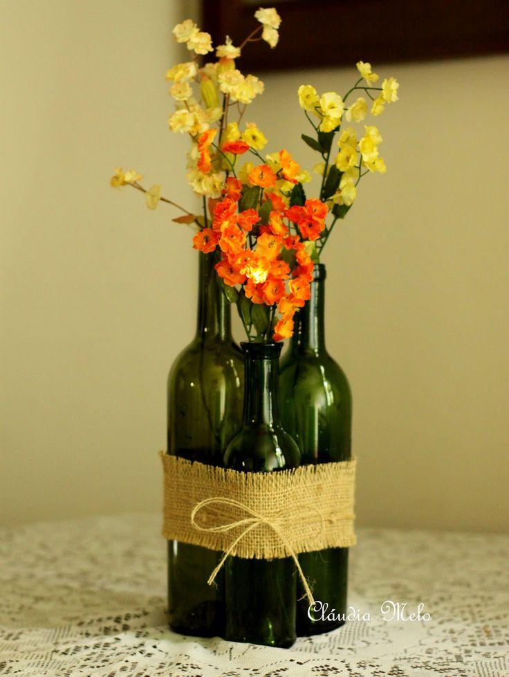 Garrafas de vinho com juta