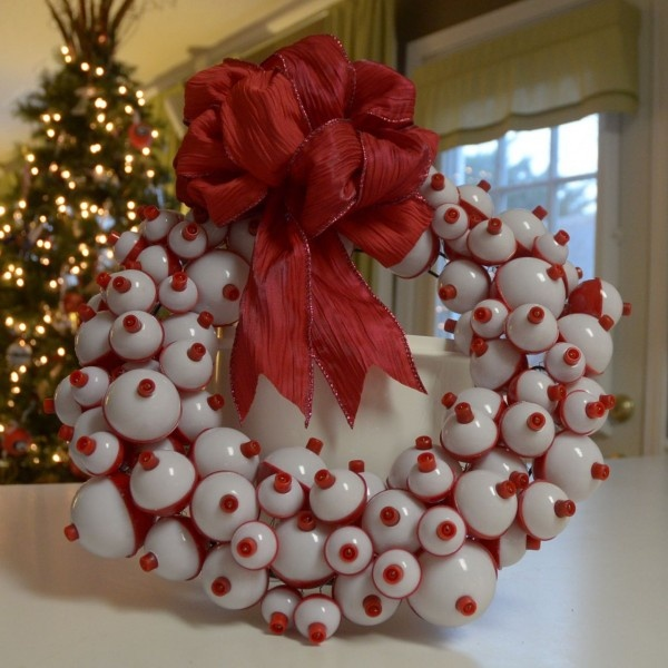 Fishing bobber wreath - so making this. this would be perfect in our kitchen for the holidays