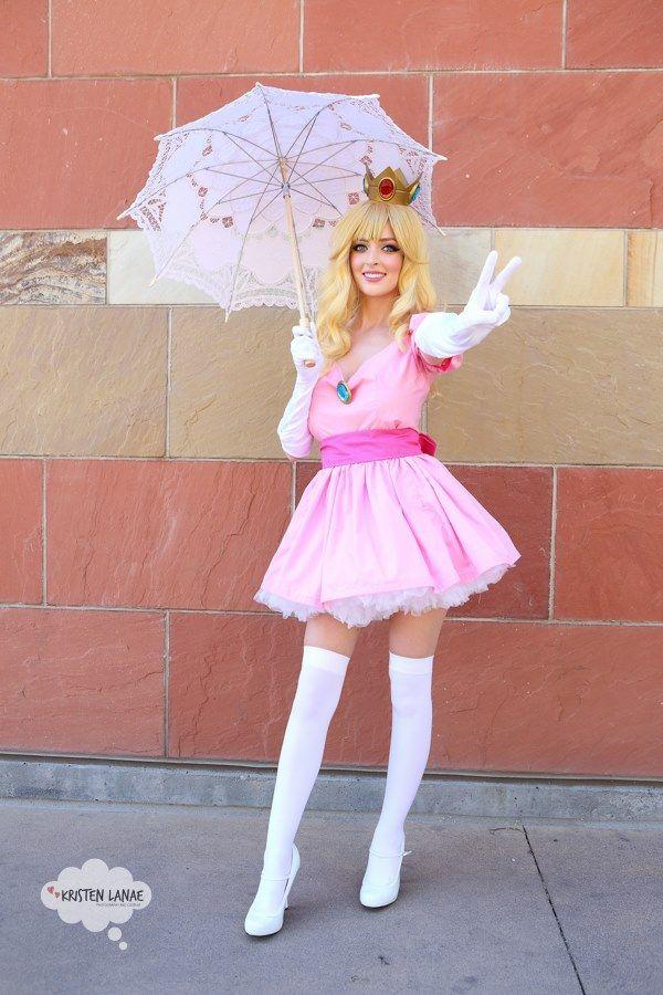 Character: Princess Peach / From: Nintendo's 'Super Mario Bros.' Video Game Series / Cosplayer: Kristen Cantrell (aka Kristen Lanae, aka xXPrettyWhenUCry) / Photo: Grant Brummett (2015)