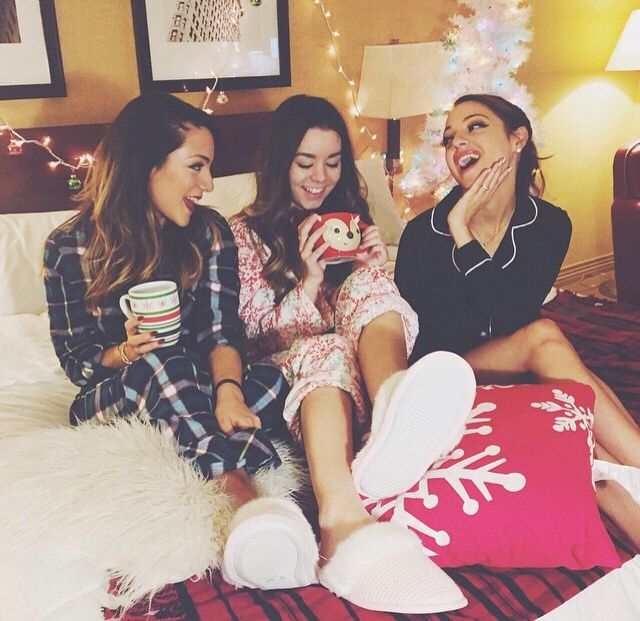 These girl's pyjamas are so adorable and cute and girly and fun <3