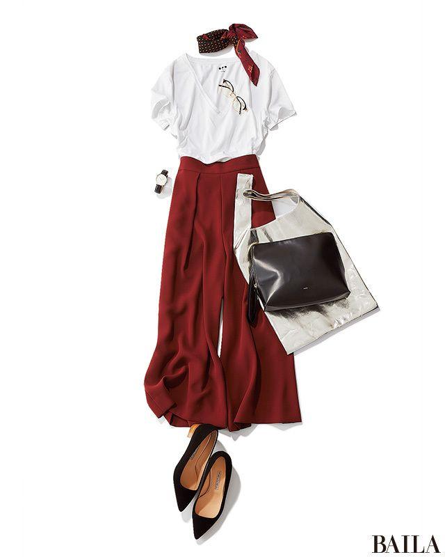 秋の注目カラー「赤みブラウン」のワイドパンツは、夏から使える便利アイテム。涼しげなトップスをコーディネートすれば、シックで女らしい通勤スタイルになります。顔周りを彩りたいなら、パンツとリンクしたカラーのスカーフを首元に。大人なムードが漂い、いい女っぷり上々のスタイルになります。バ・・・
