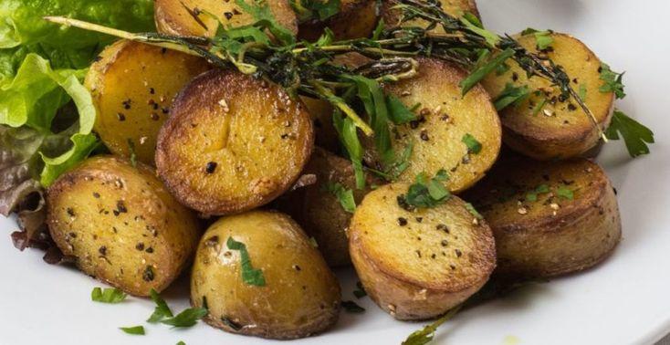 Pečené zemiaky s cesnakom a bylinkami na masle - Receptik.sk