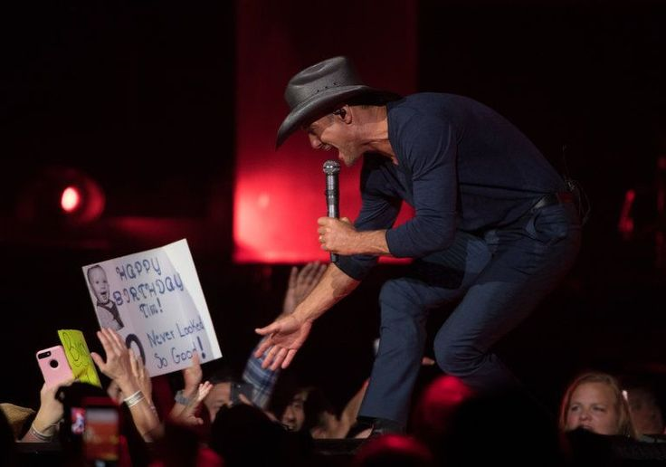 Tim McGraw and Faith Hill's N.J. concert was utterly wholesome -- and that's okay (PHOTOS) | NJ.com