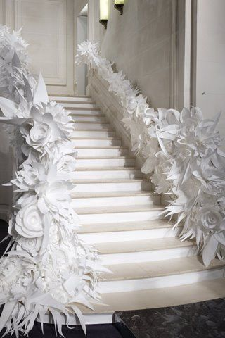 Extravagant paper flowers..OMG, awesome! http://theweddingchest.tumblr.com/post/881341690