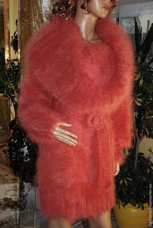 Купить Мохеровый пушистый свитер с большим воротником кораллового цвета - коралловый, вязаный свитер