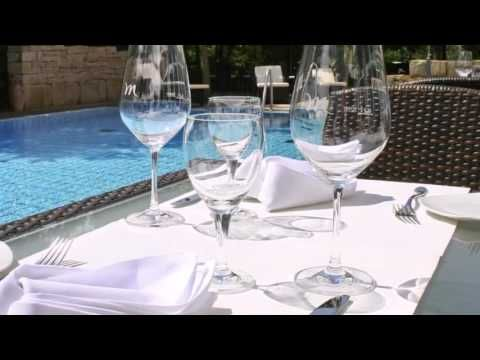 Mercure Hotel Hannover Medical Park - Hannover - Visit http://germanhotelstv.com/mercurehotelhannovermedicalpark This 4-star hotel offers an outdoor swimming pool and Wi-Fi internet access. It is in the Groß-Buchholz district of Hanover just 7 km from the city centre and the trade fair. -http://youtu.be/_lE0PbgCNOM