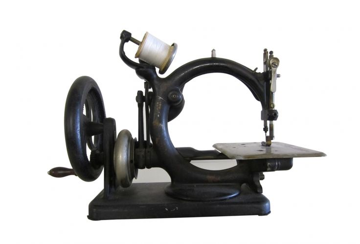 Vintage Sewing Machine (Wilcox & Gibbs Sewing Machine Co.)   This is beautiful!