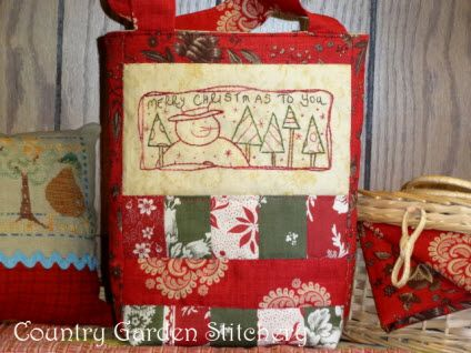 Tutorial and pattern: Christmas Gift Bag · Quilting | CraftGossip.com