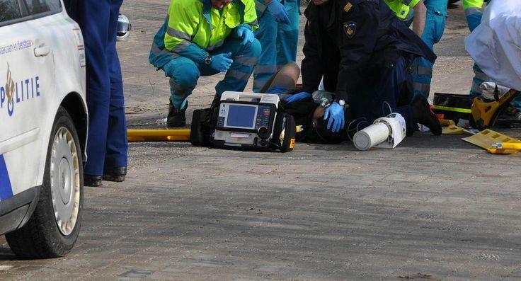Tweede doodgeschoten overvaller juwelierszaak is 29-jarige Marokkaan - De identiteit van de tweede doodgeschoten dader die betrokken was bij de overval op juwelier Goldies aan de Milhezerweg in Deurne is bekend. Het gaat om een 29-jarige man met de Marokkaanse nationaliteit - http://www.crimescene.pro/maroc-00806-tweede-doodgeschoten-overvaller-juwelierszaak-is-29-jarige-marokkaan.html