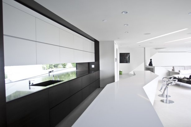 Custom designed kitchen cabintery with integrated appliances (photo: Arshia Mahmoodi [VOID])Mulholland Drive, Home Interiors, White Kitchens Cabinets, Architecture Interiors, Interiors Design, Los Angels, Design Kitchens, Modern Kitchens, Modern Interiors