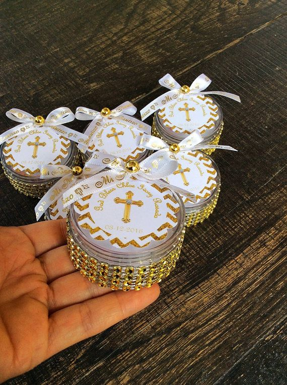 Boxes perfect for baptism favors, Price is for 12 pieces. Ribbon is available in white/ silver, white/ gold, blue/ silver , blue/gold and pink and silver You can use them as a baptism favors, first communion. Include rosaries