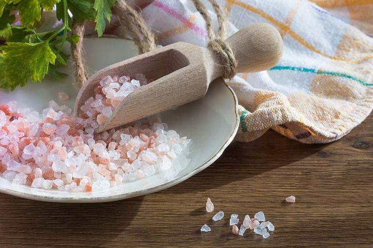 Sól, która składa się z sodu i chloru, nie ma najlepszej reputacji. Tymczasem sód jest konieczny do zachowania równowagi płynów w organizmie, działania układu nerwowego, kurczenia mięśni i innych ważnych funkcji. Mimo że jeszcze definitywnie nie udowodniono, że dieta niskosodowa działa pozytywnie na choroby serca, wielu specjalistów wciąż poleca ograniczenie spożycia soli. Sytuacja nie jest …