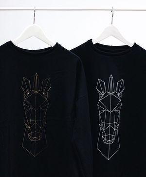 We ♡ UNICORNS. Legújabb TRAS pulcsikból is viszünk pár db-ot a holnapi @open_showroom vásárra! Ne maradj le! #trasdesign #tras #unicorn #sweatshirt #gold #white #fashiondesigner #fashion #budapest #hungarian #style #showroom #new #unicorns