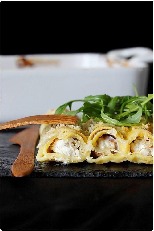 Ces cannelloni sont farcis d'une garniture au fromage de chèvre frais, de noisettes et de jambon de Parme. Au niveau de la cuisson : dans un plat à gra
