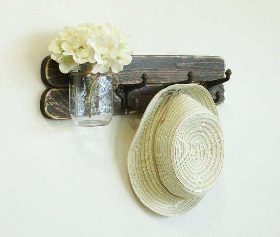 Rustico Casale in cappotto e cappello Rack... Mensola del tovagliolo Hanger.Mason Jar... Parete di legno rustico afflitta Decor... Organizzatore. Spedizione immediata