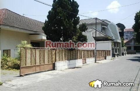 Spesifikasi : Luas Tanah : 1.995 m2 Luas Bangunan : 500 m2 8 Kamar Tidur 5 Kamar Mandi Legalitas : SHM, IMB  Harga : Rp. 9,4 M  Yasmin PropertyToday : 0877 1722 1999 >>>>>>>>>>>: 0812 2444 5515  PropertyToday Inc. Berpengalaman 14 tahun melayani pasar jual beli properti di Indonesia. Layanan opsional: - Konsultan Marketing Properti - Konsultan Developer - Konsultan Arsitek - Kontraktor Bangunan - Jasa penjualan Properti