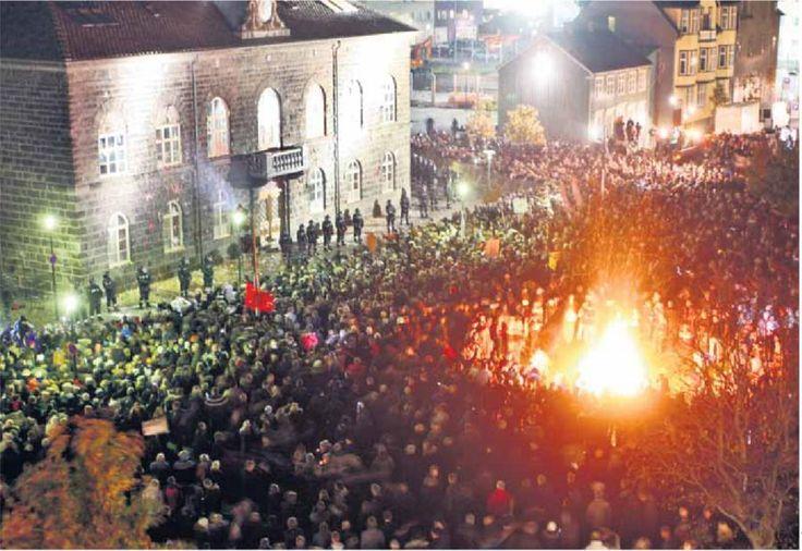 Mientras en Islandia, el pueblo salió a las calles y está armando flor de despelote, a pesar de que el primer ministro involucrado en los #PanamáPapers renunció anoche, a poco de conocerse la noticia letal. Macri emite un escueto y vergonzoso comunicado en el que no aclara en absoluto los cargos de