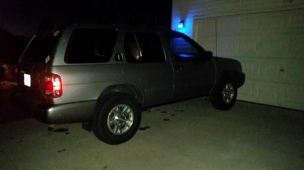 2000 Nissan Pathfinder – auto parts – by owner