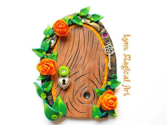 Puerta de hadas, puerta magica de fantasía. Fairy door, magic door of fantasy. Handmade in polymer clay. Hecho a mano en arcilla polimérica. Etsy en https://www.etsy.com/es/listing/481354688/puerta-de-hadas-con-rosas