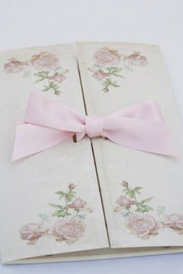 Una #invitacion de boda vintage con lazo / #Vintage Rose wedding #invitation with a ribbon