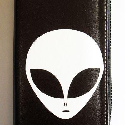 Alien women's clutch purse