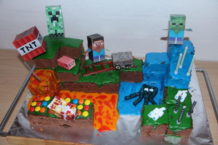 Så kom mit bud på minecraft kage ;)