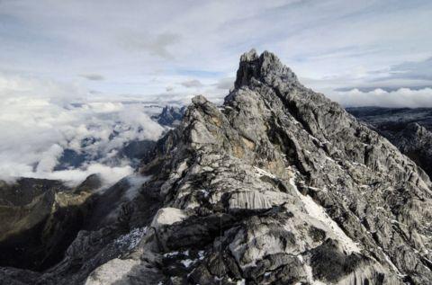 Gunung Jayawijaya – Sensasi Mendaki Puncak Tertinggi di Indonesia