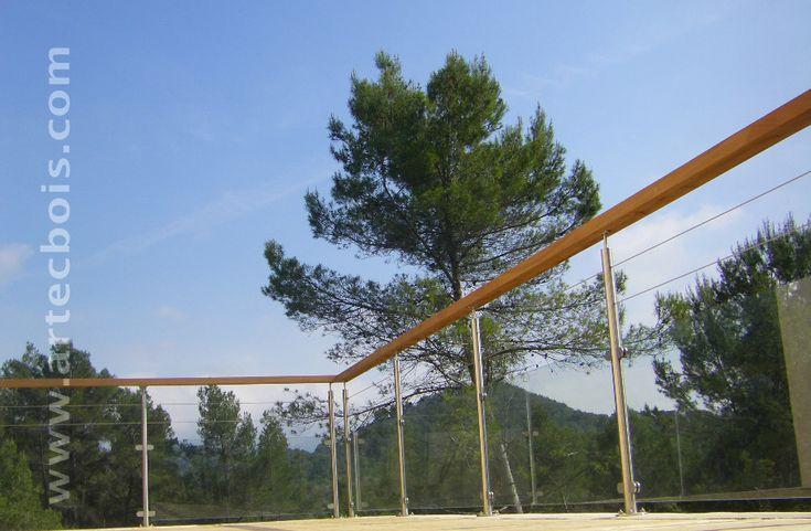 rambarde garde-corps en inox et verre sur terrasse en lames de meleze