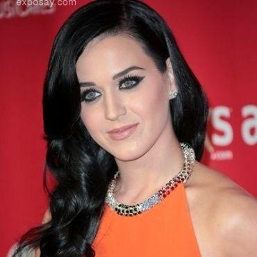 Katy Perry beberkan tempat di mana ia kerap mencurahkan isi hati dan rahasia hidupnya. Mau tahu?    Berita selengkapnya di #InfoArtis Ghiboo.com: http://entertainment.ghiboo.com/tempat-katy-perry-menyimpan-rahasia