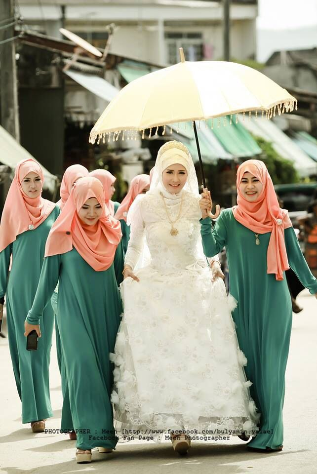 Muslim Thai bride and bridesmaid