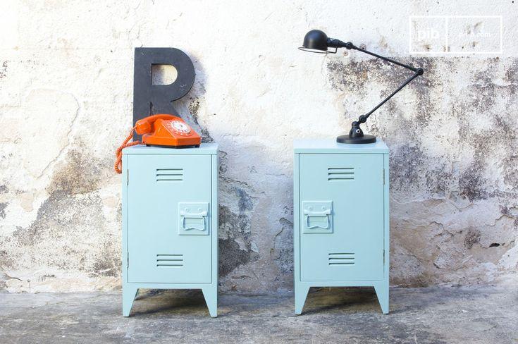 Due piccoli armadietti di un colore verde opaco che si avvicina alle tinte del turchese. Il tocco color pastello porta all'interno di casa tua una ventata di leggerezza abbinato allo stile Industrial.