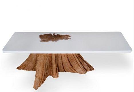 Voici une magnifique table en bois et résine blanche. Quand bois brut et résine blanche se fondent ensemble, cela fait un beau marriage de matières. Le mélange du synthétique et de l'organique forme ce bel objet design. C'est au moment ou la résine se...