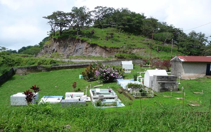 En Costa Rica los pequeños cementerios se integran con la naturaleza