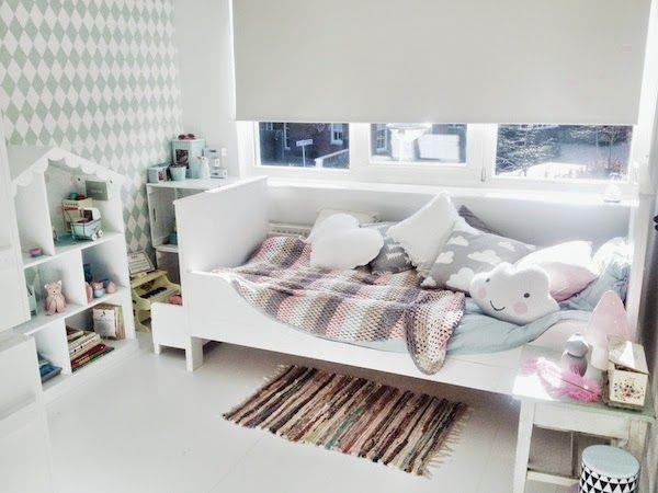 &SUUS | Evie's Room Where 2 buy | ensuus.blogspot.nl | Cloud cushion - Ferm Living - Doll house - Farg and Form - Gran Cushion - Girlsroom - Mint and pink